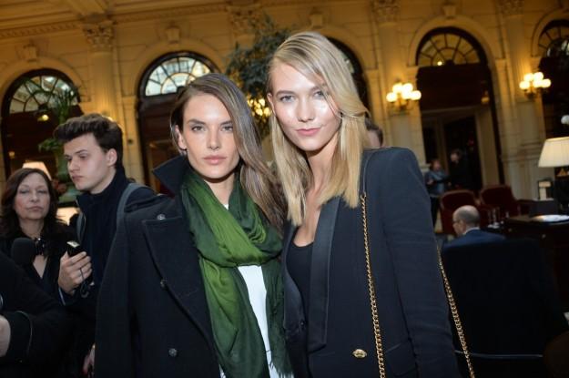 Las modelos Alessandra Ambrosio y Karlie Kloss.