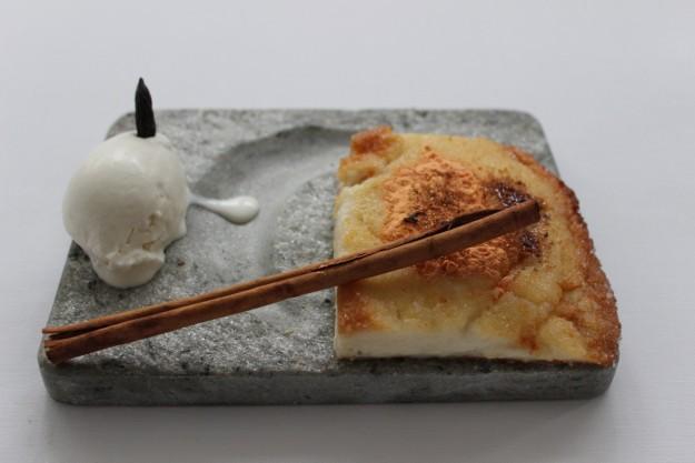 Torrija con costra de zanahoria, helado de haba tonka y trampantojo de canela. La sopa boba