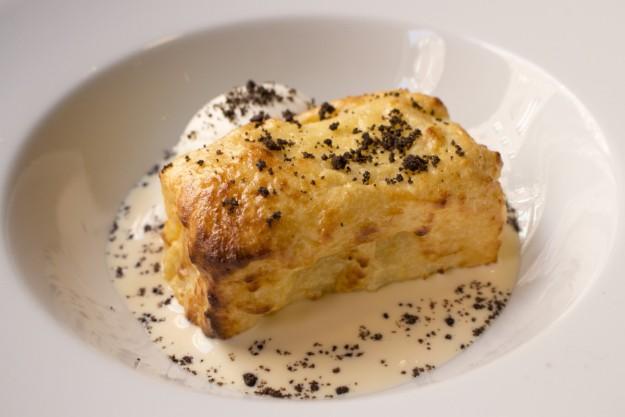 Torrija templada con helado de vainilla y crema inglesa, de Muñagorri Gastrobar