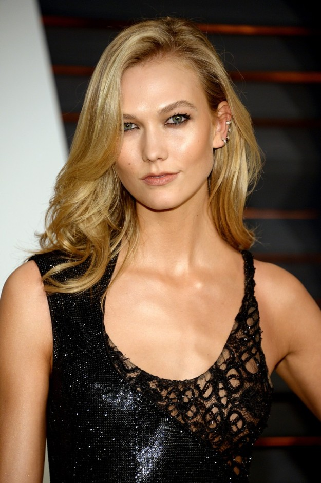 Karlie Kloss fue invitada a la afterparty de los Oscars 2015.