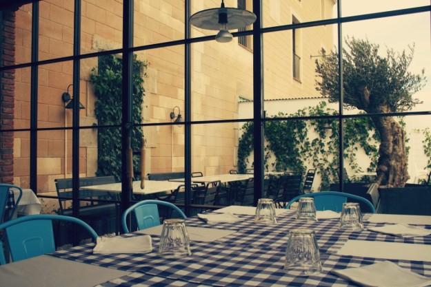 En Farina Trattoria descubrirás un patio oculto espectacular.
