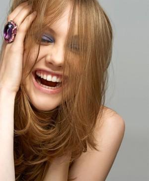 Chica sonriendo.