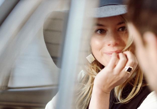 Camille Rowe está guapísima en el corto