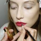 ¿Cómo hacer que el color de la barra de labios dure más tiempo?