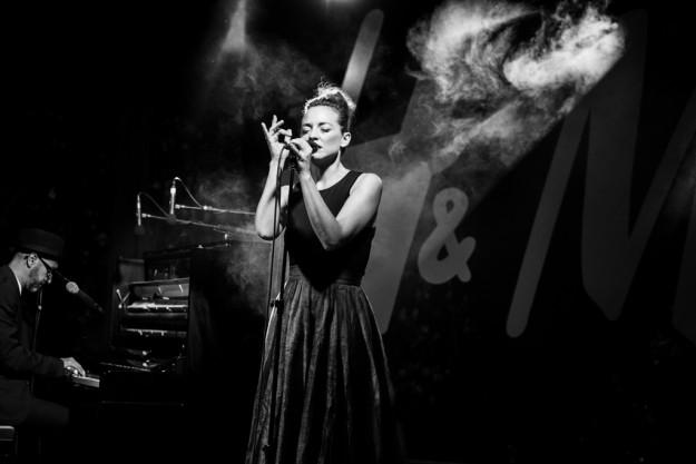 La cantante en acción.