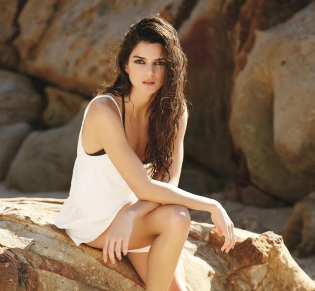 Clara Lago.