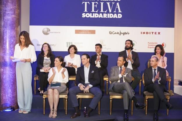 Olga Ruiz y Jose Toledo junto a los patrocinadores de los XX Premios TELVA Solidaridad 2015.