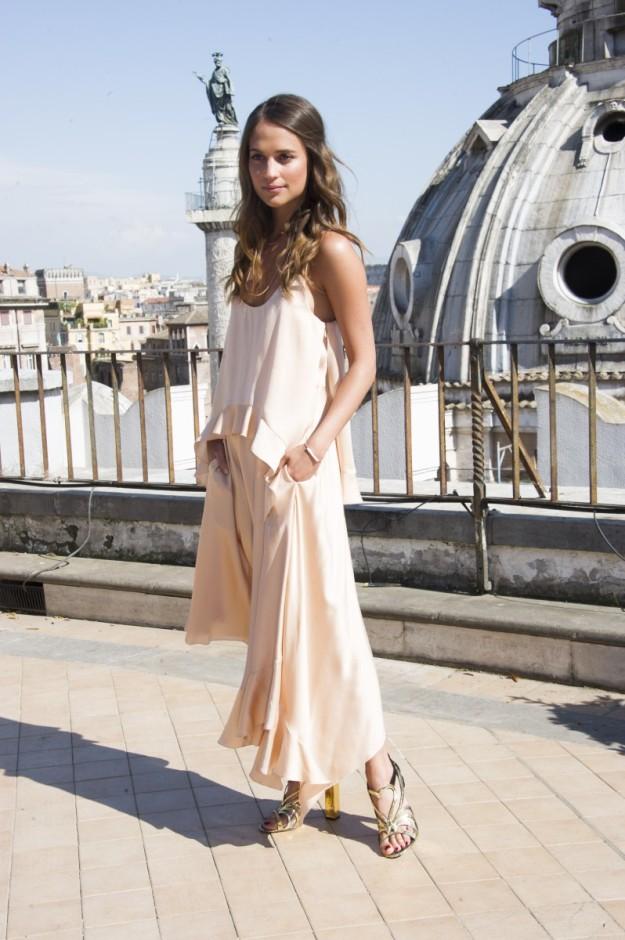 Alicia Vikander hace unos días en Roma con EL vestido.
