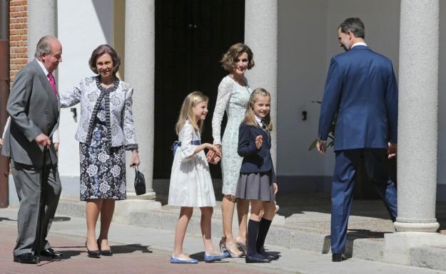 La Familia Real en la comunión de Leonor