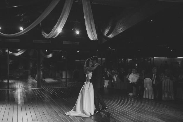 Los novios abrieron el baile con la canción The Reason de Hoobastank
