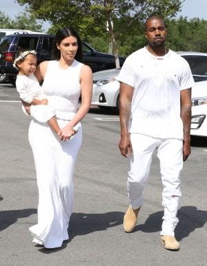 Kim Kardashian y Kanye West con la pequeña North