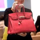 Un Birkin de Hermès, el bolso más caro del mundo: 222 mil dólares en una subasta