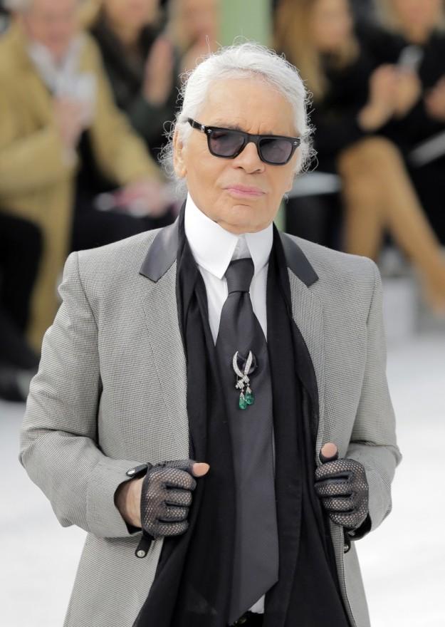 Karl Lagerfeld se pasa a la moda deportiva a sus 81 años.