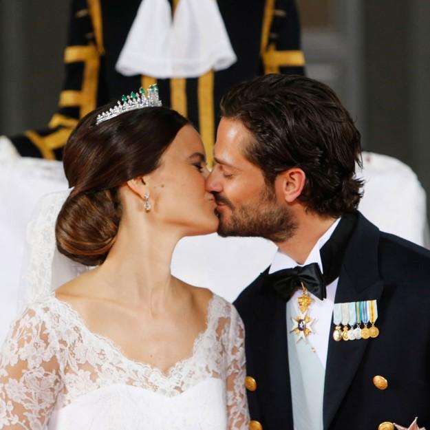 El beso de Carlos Felipe de Suecia y Sofia Hellqvist