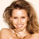Manuela Vellés y sus secretos de belleza para triunfar en verano