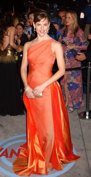 En el año 2004 fue la primera actriz en contratar como estilista a Rachel Zoe y juntas firmaron una imagen para el recuerdo con este Valentino vintage.