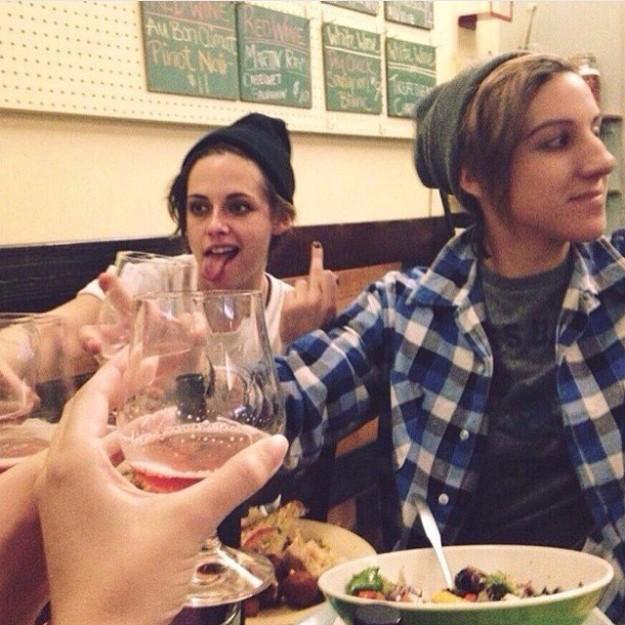 Kristen con su novia Alice Cargile.