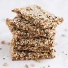 Crakers de semillas + té verde con hierbabuena, ¡el snack 10 de media mañana!