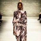 Nykhor Paul: la modelo negra que reprendió a la industria de la moda