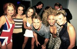 En los Brit Awards de 1997, Geri cambió su vestido de Gucci por EL VESTIDO (si se puede llamar así), con la Union Jack.