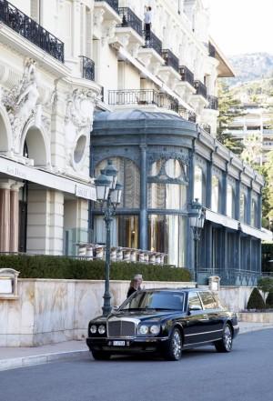 Fachada del Hotel de París en la plaza del Casino.