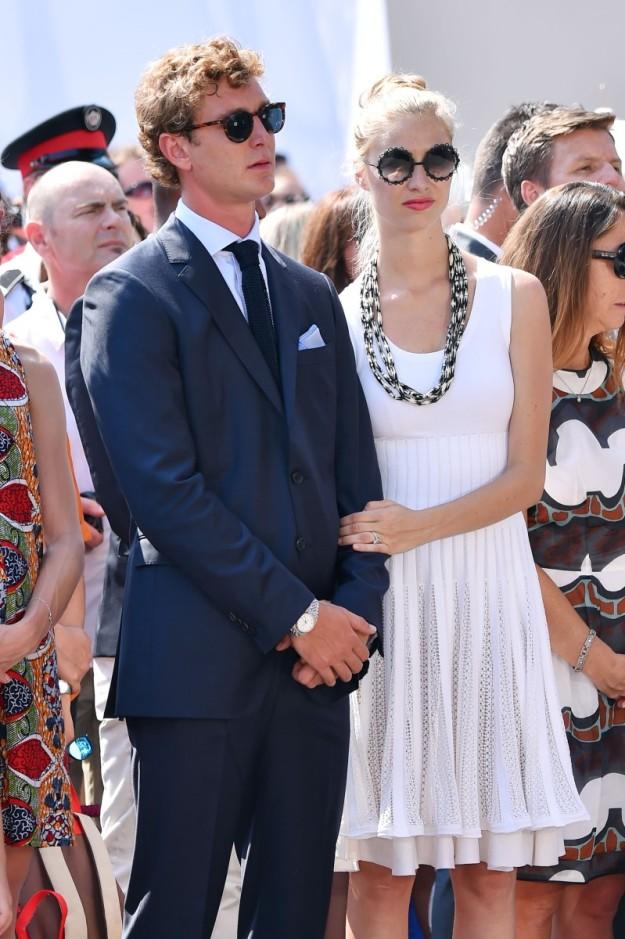 Beatrice Borromeo y Pierre Casiraghi, a dos semanas de su boda, durante la celebración del aniversario de la coronación de Alberto de Mónaco.