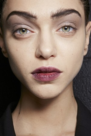 Los labios burdeos de Marc Jacobs para maquillarte este otoño