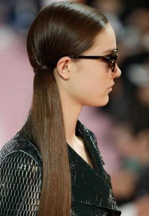La coleta baja lateral con extensiones de Dior
