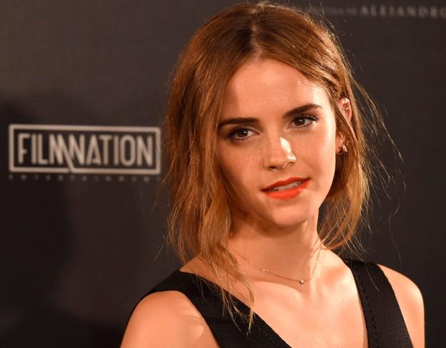 Emma Watson y su look de belleza en el estreno de Regresión