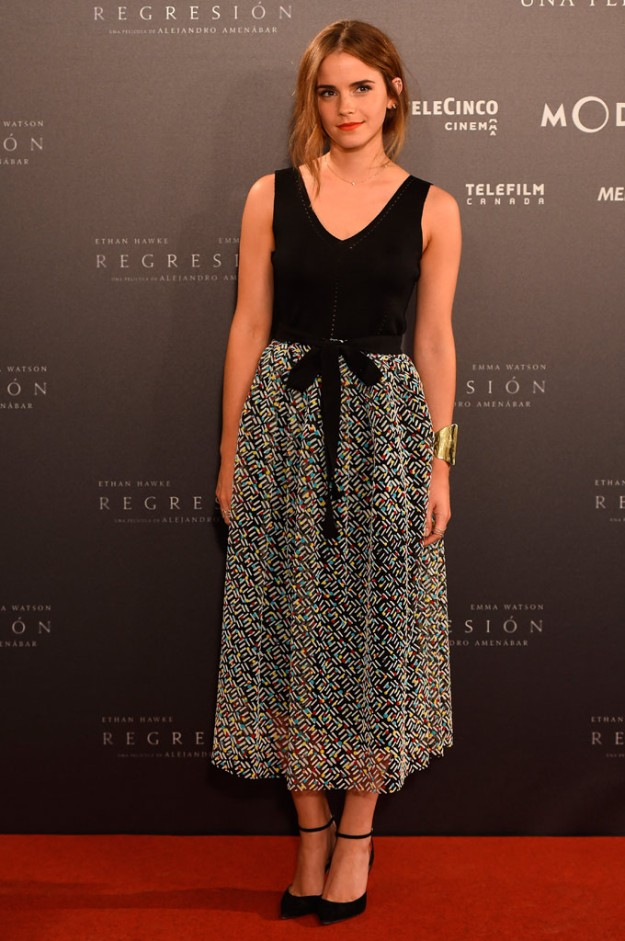 Emma Watson, con un outfit de Christopher Kane en la presentación de Regresión.
