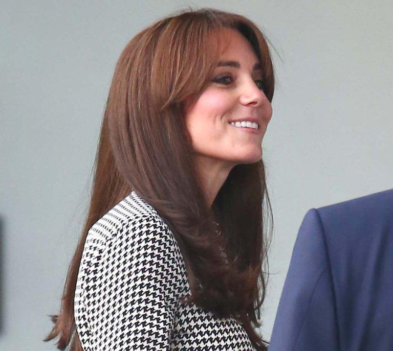 Kate Middleton se corta el pelo y sorprende con un nuevo flequillo 0cbe764dadae