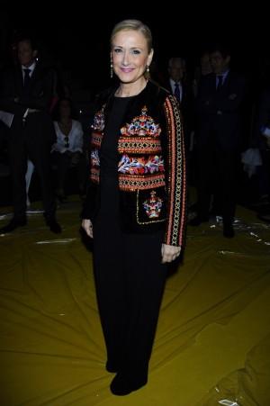 Cristina Cifuentes fue uno de los rostros conocidos del front row del desfile de Agatha Ruiz de la Prada.