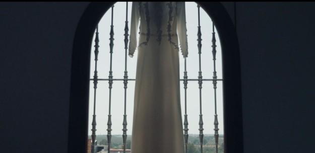 Laura lució un vestido del diseñador Fernando Claro.