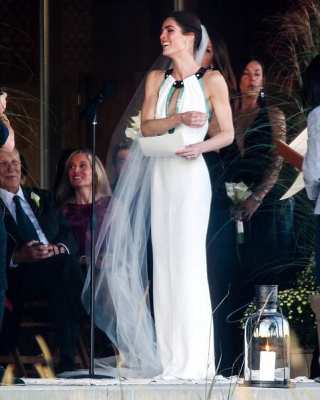 La modelo lució un original diseño de Carolina Herrea.