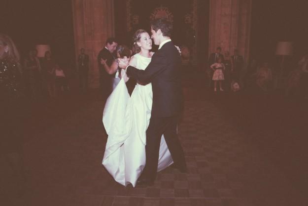 Celia abrió el baile con su padre con el vals de las flores de Tchaikovsky.