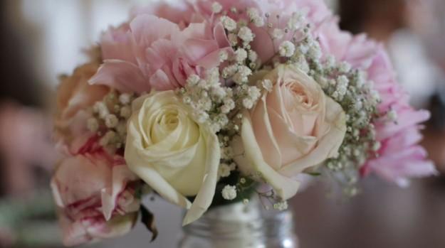 Para el ramo, la novia quería que fuese en tonos rosas y con el tallo corto, para no quitarle protagonismo al vestido.