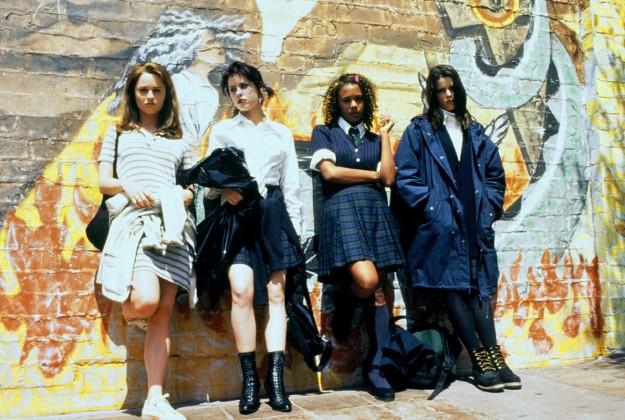 Jóvenes y brujas: pura inspiración de la estética teen noventera.
