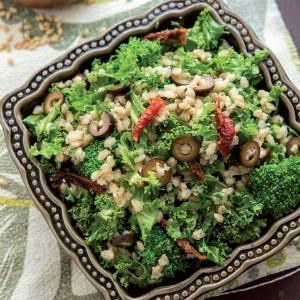 Ensalada mediterránea de brócoli y cebada.