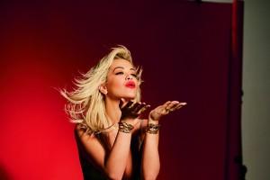 Rita Ora tiene un lema: dar lo máximo y creer.