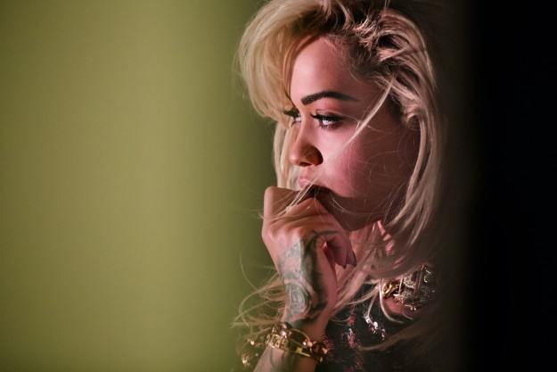 Rita Ora, tan sexy como tierna.