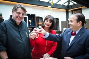 Jonnie Boer y Thérèse Boer, del restaurante holandés De Librije con José Gómez, director general de Joselito.