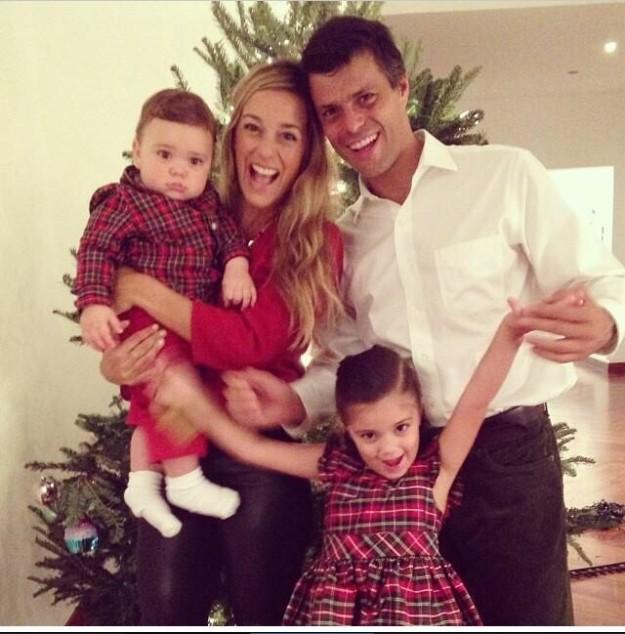 Lilian Tintori junto a su marido Leopoldo López y sus hijos en Navidad.