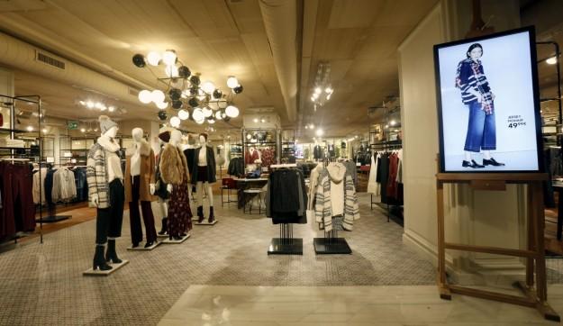 La tienda emblema de la firma en Madrid, ubicada en Goya, 29, es un espacio único en la capital de 1.000 metros cuadrados, que estrena nuevo concepto con una imagen renovada y actual.