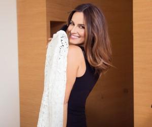 Ariadne Artiles en el Hotel Marignan con vestido de Rochas