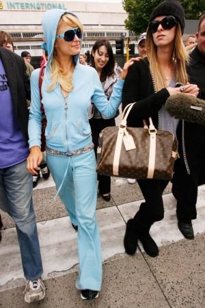 Paris Hilton con el chándal de Juicy Couture que ahora llega al museo Victoria & Albert de Londres.