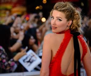 Amber Heard y su recogido con trenzas: peinado it para Nochevieja