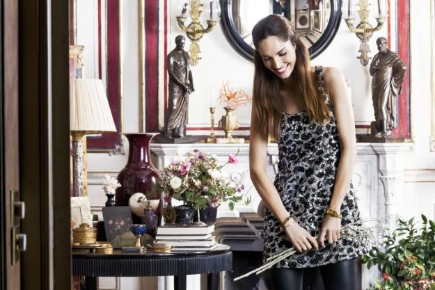 Eugenia Silva con un look navideño de Saint Laurent