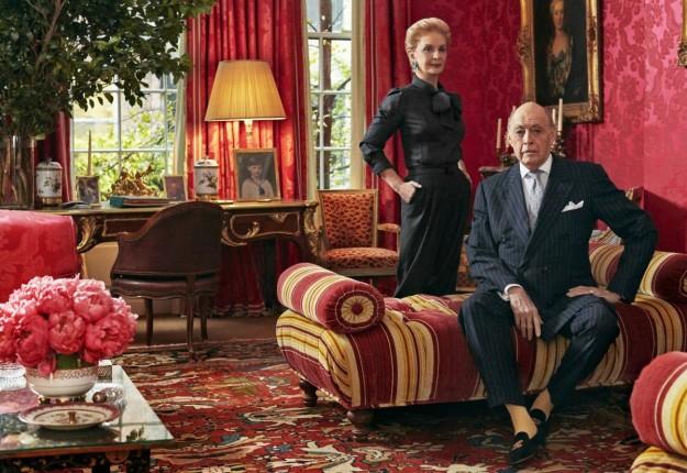 Carolina y Reinaldo Herrera fotografiados en el fabuloso salón principal de su casa. La pareja neoyorquina se casó en 1968 y tiene dos hijas en común, Patricia y Carolina.