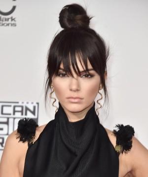 Kendall Jenner y su flequillo postizo