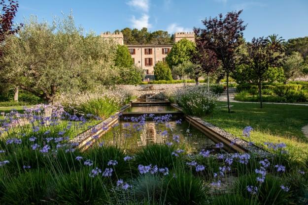 Jardín frontal de Castell Son Claret, Mallorca.
